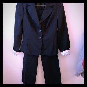 Ann Taylor navy pants suit, size 2/4